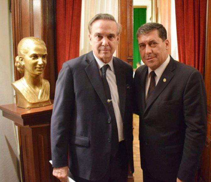 Liga de gobernadores y senadores del PJ en alerta por la causa de la reelección de Casas