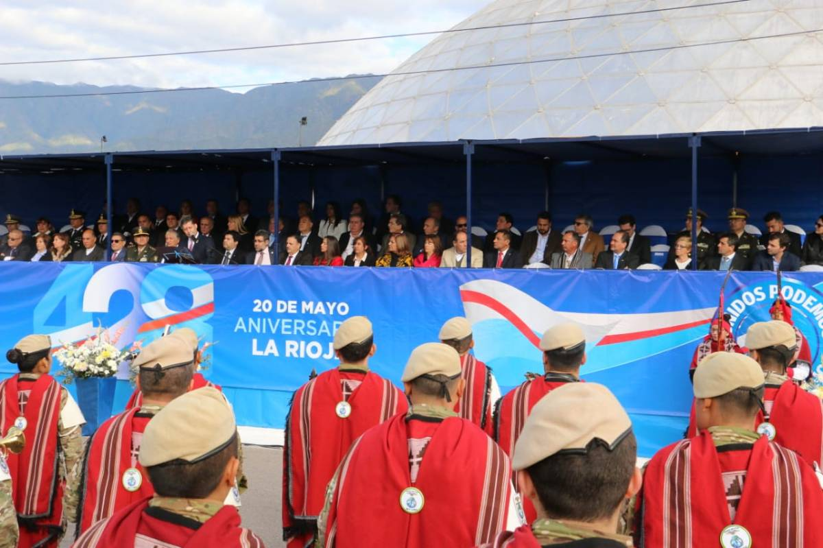 El gobernador riojano Casas anunció su candidatura a diputado nacional