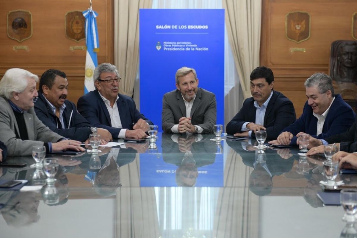 Frigerio llega a La Rioja para que el gobernador avale el acuerdo de 10 puntos