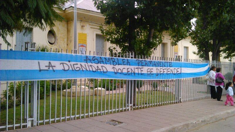 Chilecito: Suspenden a directora de Esc. Normal y vuelven lasprotestas
