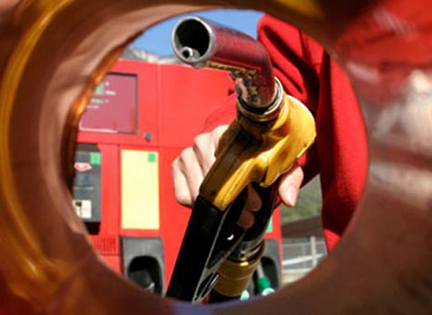 ¿Por qué los precios de las naftas no retroceden pese al derrumbe delpetróleo?