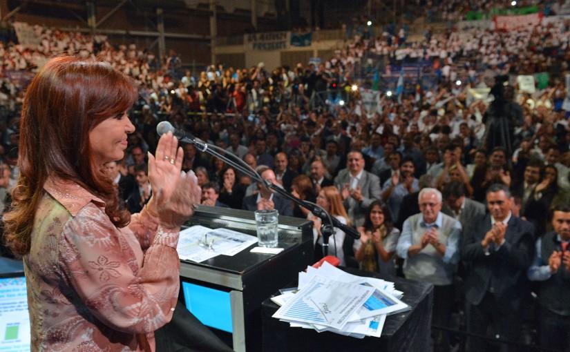 """Junto a Beder Herrera, Cristina: """"El objetivo de algunos es asustar paraajustar"""""""