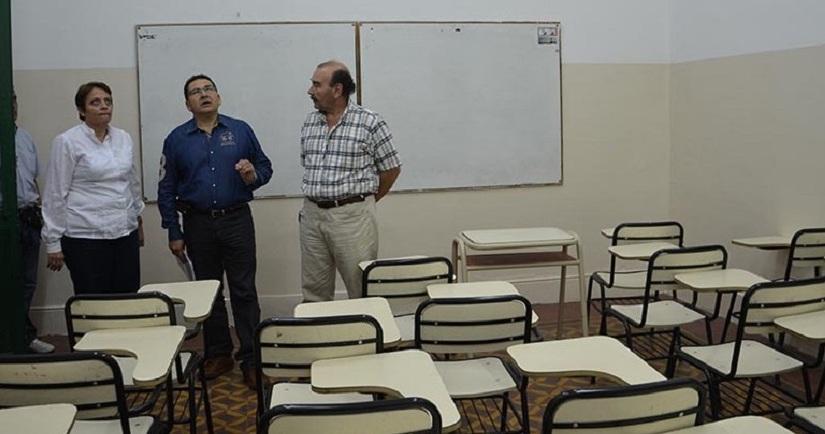 """En visita """"express"""", Flores verificó estado del edificio delProfesorado"""