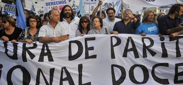 Gremios docentes presionan a provincias por el pago de un bono de fin deaño