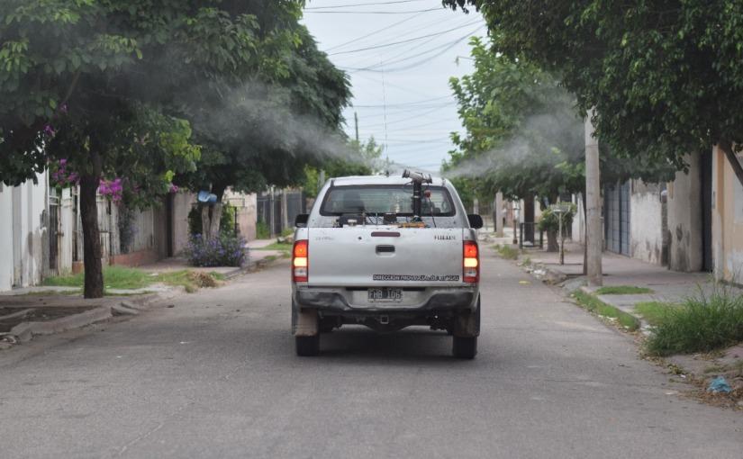 Sigue el calor: ¿Deben comenzar las clases en los barrios afectados pordengue?