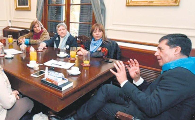 Se nacionalizan las posiciones: Casas y Quintela en veredas opuestas por elaborto