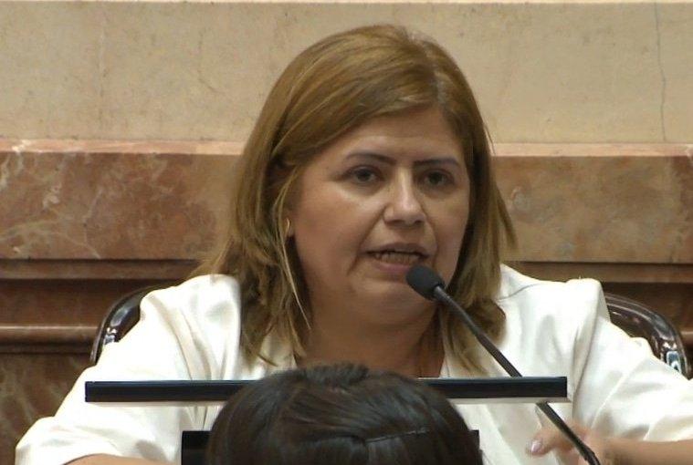 Una senadora presenta proyecto para reducir IVA a fabricantes de alcohol en gel y debarbijos