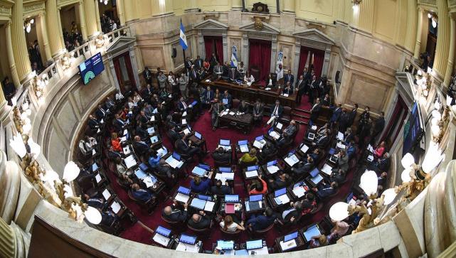 Entre los 72 senadores reúnen a 1.371asesores